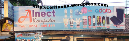 Billboard Alnect Komputer di depan toko