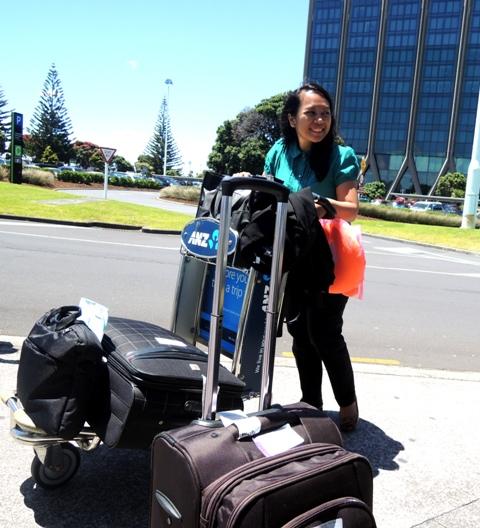 Iya, daku bawa koper sebanyak ituh :D hehe