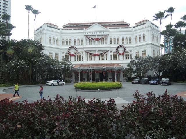 Salah satu hotel tertua di Singapura yang dibangun di tahun 1887. Dinamakan Raffles hotel sesuai dengan nama pendiri Negara Singapura, Stamford Raffless