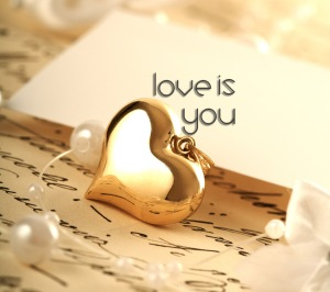 Cinta itu ngebingungin tapi selalu diinginkan :mrgreen:. CInta bisa bikin sebel, bikin rindu. Bikin marah tapi juga bikin sering ketawa :D No matter what, I LOVE YOU!