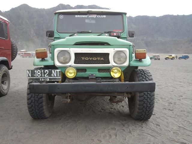 Jeep hardtop sewaan kami. Platnya N! Malang Booow