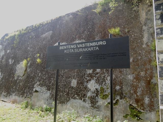 Dindingnya banyak yang sudah dipenuhi lumut.