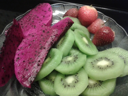 Buah Naga, Kiwi dan Strawberry