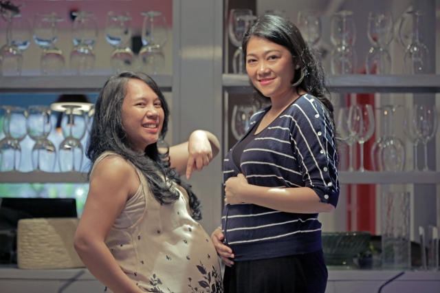 Me with Dita on the Cooking Class. Happy tummy, happy mommy, happy baby! ^_^
