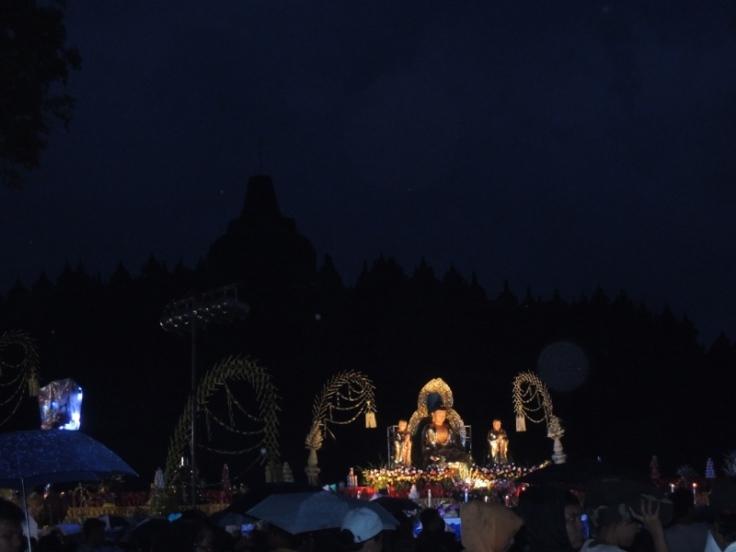 Areal di mana Prosesi Waisak di Borobudur diselenggarakan. Tetap syahdu walau banyak orang.