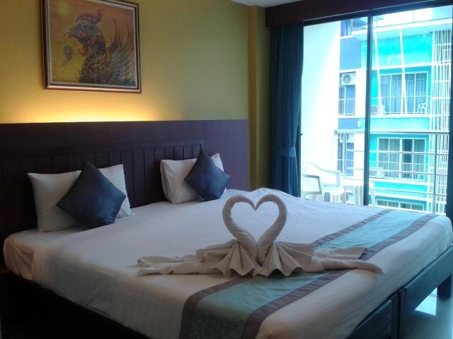 Hotel tempat kami menginap. +/- 300.000 per malam udah dapat kamar enak dan kece begini :)
