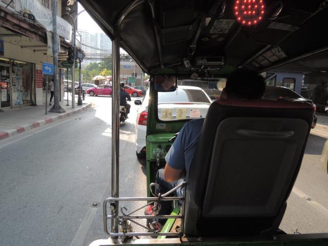 Tuktuk nyentrik. ada lampu-lampunya gituuu ;)