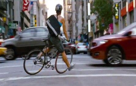 Salah sedikit dalam mengambil keputusan mau belok di mana, berhenti di lampu merah atau tidak, bisa berakibat fatal saat jadi kurir sepeda di New York