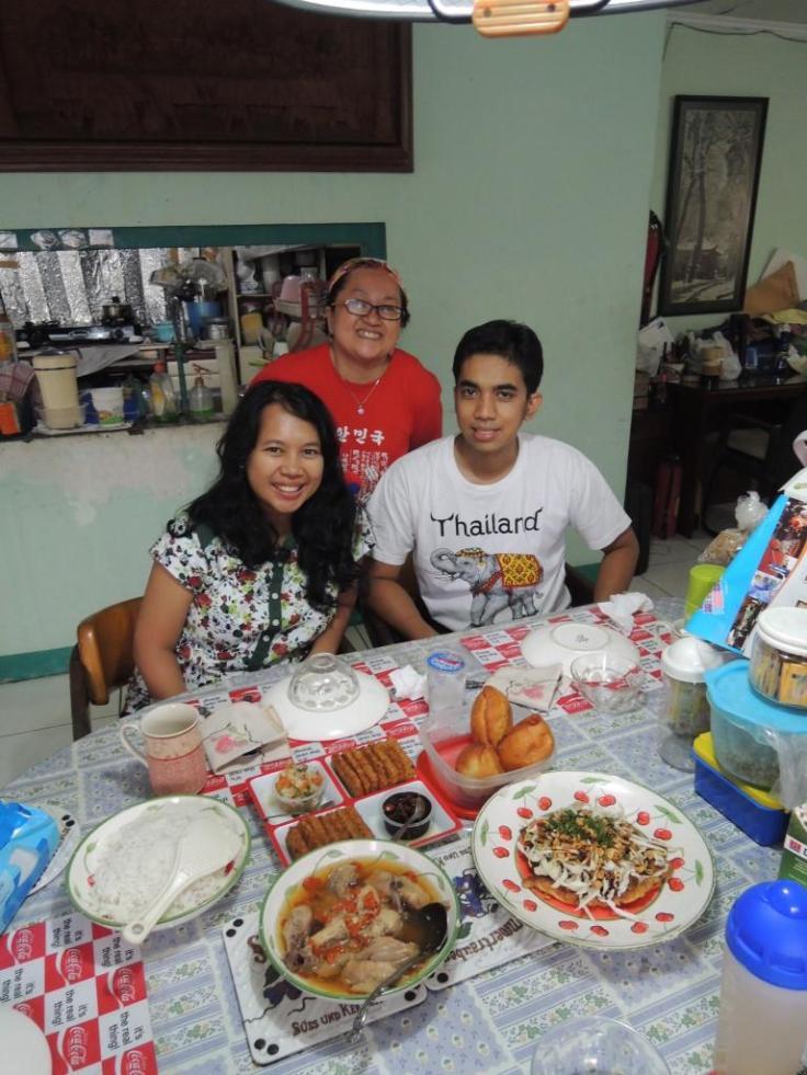 With Magdalena host eat withlocals Sabtu lalu ;) Ramah banget orangnya dan nggak pernah kehabisan cerita.