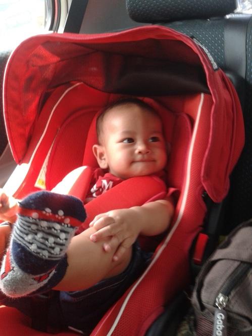 Bastian had been a good boy. Nggak rewel selama di perjalanan, anteg duduk di car seat-nya dan senyum-senyum happy seolah tahu mau diajak jalan-jalan.