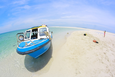 Salah satu foto pake fitur fish eye jepretan temen saya @vinographyworld waktu kami ke Derawan beberapa waktu lalu. Jadi mupeng sama MITO IMPACT Android One kaaan? Biar bisa moto pake fish eye jugak.