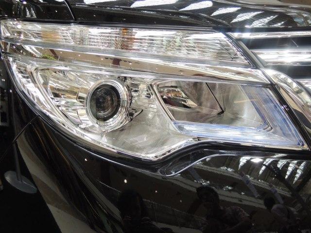 LED Headlamp with Day Time Running Light. Selain bikin cantik tampilan luar juga memantu soal safety.