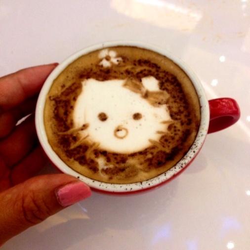 My first Latte Art. Hello Kitty bengep :P Hehehe