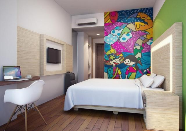 MaxOne Hotels di Belsrtar Belitung. Pilih hotel ini karena kamarnya kayaknya lucu buat anak kecil. Warna-warni gitu. Well, trip berikutnya mau bawa anak kicik-kicik soalnyaaa :D
