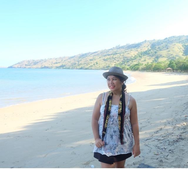Kece mana? Aku atau pantainya? *dijitak :D hahaha