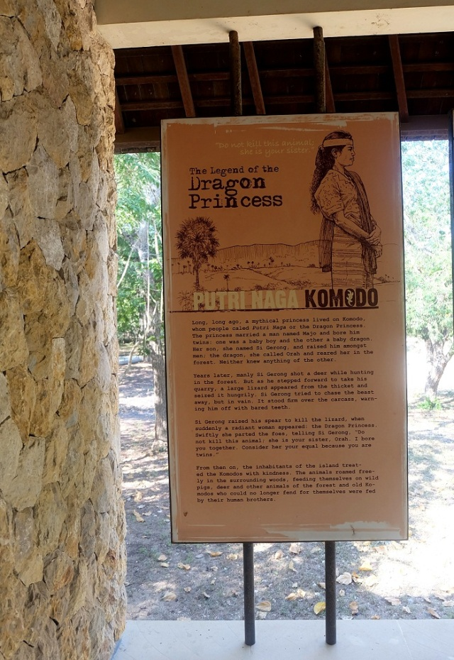 Kisah legenda ini juga ada di pos ranger di mulut Pulau Komodo