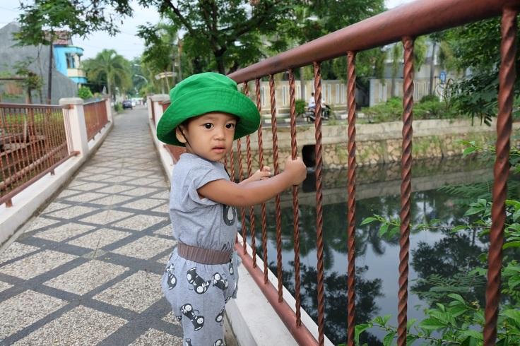 B yang hobi pake topi ijo karena mau jadi Taro Rangers yang tangguh juga katanya ;)