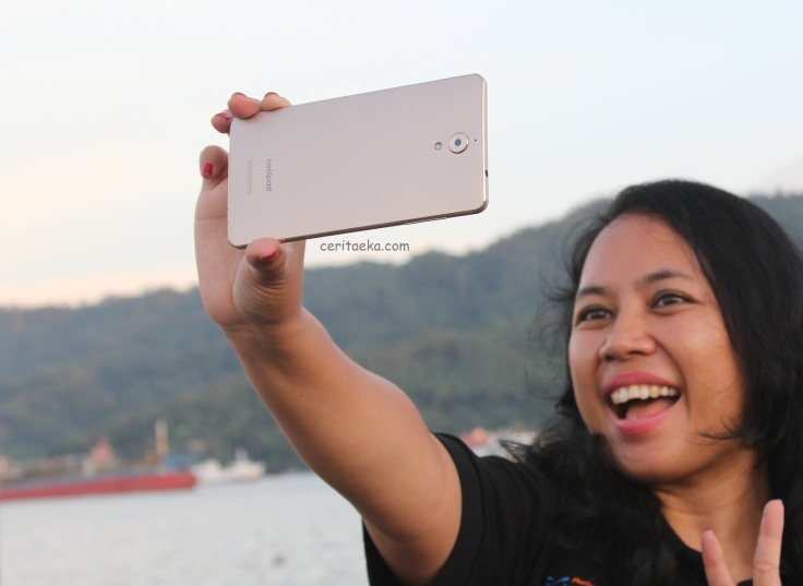 Nyobain selfie pake Coolpad Sky 3