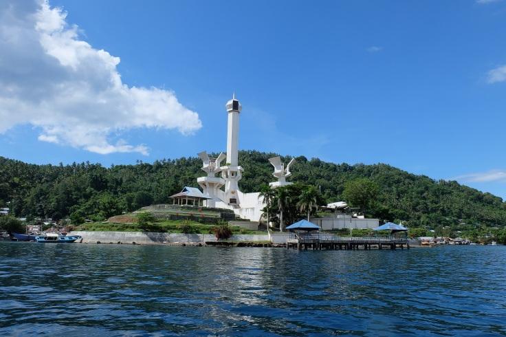 Tugu Trikora di Pulau Lembeh, Bitung, monumen penghormatan untuk mengenang peristiwa heroik Trikora