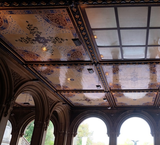 Milton Tile Ceiling di Bethesda Terrace. Tempat ini cantik banget!