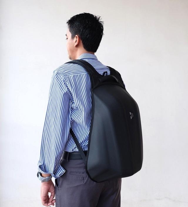 Berikan tas yang mendukung kebutuhan suami sebagai kado ulang tahunnya.