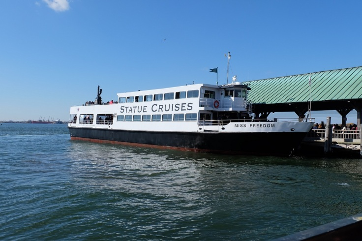 Ini dia kapal yang membawa kami ke Pulau Liberty