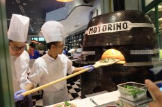 Pizza making at Motorino