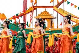 Penari dalam Festival Iraw Tengkayu